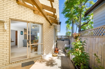 2/15 Stoneleigh Court Sunnynook property image