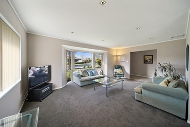 1/32 Headcorn Place Botany Downsproperty carousel image