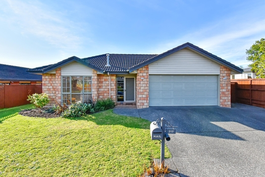 217 Carnoustie Drive Wattle Downs sold property image