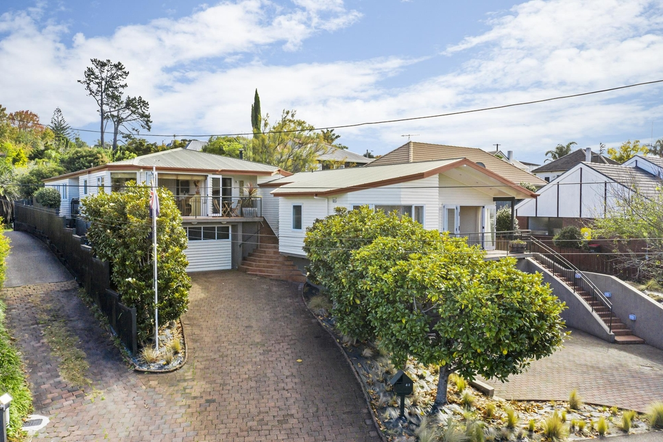 42 Glenfern Road Mellons Bay featured property image