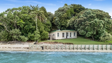 12 Crispe Road Clarks Beachproperty carousel image