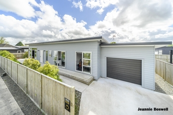 52 Exeter Crescent Takaro property image