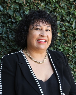 Dee McDade - profile image