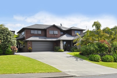 2 Wonderview Road Leighproperty carousel image